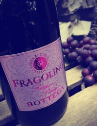 Fragolino Rosso Sparkling (wired cap)
